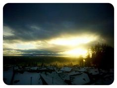 burst of sunshine Sunshine, Celestial, Spaces, Explore, Sunset, Outdoor, Outdoors, Sunsets, Exploring