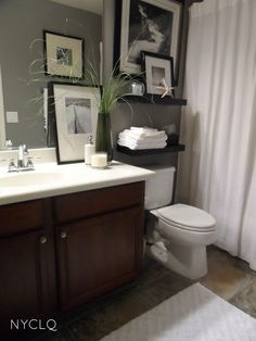 Great for a small bathroom! In love with the b/w color scheme....