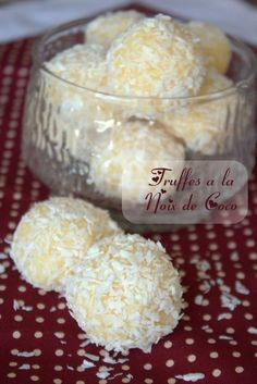 truffles with coconut - DIY Christmas Cookies Coconut Truffles, Chocolate Truffles, Mini Desserts, Easy Desserts, Candy Recipes, Dessert Recipes, Christmas Biscuits, Christmas Cookies, Diy Christmas