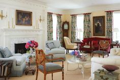 As I was researching my Zuber post for Independence Day, I uncovered the gorgeous Greenwich, Connecticut home of architect Alex Kaali-Nagy and interior designer Karen Kaali-Nagy. Although newly con… Formal Living Rooms, Living Spaces, Living Area, Greenwich House, Greenwich Connecticut, English Country Decor, Country Style, New England Homes, Second Empire