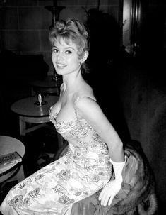 Οι 28 ωραιότερες γυναίκες σε 28 υπέροχες ασπρόμαυρες φωτογραφίες Marlene  Dietrich c988385856e