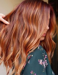 Hottest Red Hair Color Shades for Ladies in 2019 - Burckocu - Kids Snacks - Make Up Brushes - DIY Piercing - Red Hair Styles - DIY Interior Design Red Blonde Hair, Strawberry Blonde Hair, Copper Blonde Hair, Golden Copper Hair, Red Hair With Blonde Highlights, Red Balayage Hair, Copper Hair Colour, Red Balyage, Red Hair With Lowlights