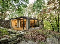 Richard Neutra's Pitcairn House is a hidden masterpiece set on 10 conserved acres. Surrounding the property is the Pennypack Preserve...read more, click on the pic
