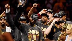 LeBron James élu athlète masculin de l'année par l'Associated Press -  Déjà élu sportif de l'année par Sports Illustrated, LeBron James vient de remporter un autre trophée puisque l'Associated Press vient de le désigner athlète masculin de l'année 2016. Avec 24… Lire la suite»  http://www.basketusa.com/wp-content/uploads/2016/12/lebron-james-2-570x325.jpg - Par http://www.78682h