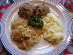 Leberknödel mit Kartoffelbrei und Sauerkraut