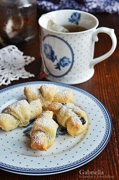 Szilvalekváros kifli - leveles tésztából Minion, French Toast, Sweets, Breakfast, Food, Morning Coffee, Gummi Candy, Candy, Essen