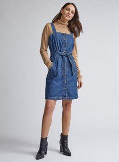Pinny Dress, Dungaree Dress, Denim Pinafore, Pinafore Dress, Pop Fashion, Fashion 2020, Blue Dresses, Dresses For Work, Denim Dresses