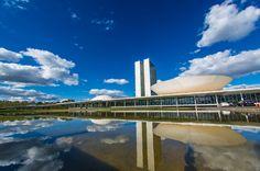 Lugares para conhecer no brasil: Brasília é pura arquitetura modernista.