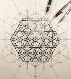 Rafael Araujo fusiona el arte y la ciencia ilustrando a mano la Proporción Áurea