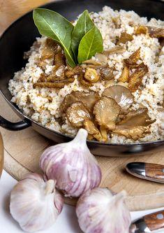 Mezistaročeské receptury a pokrmy patří i pravý houbový kuba, jehož recept vám dnes přinášíme. Stuffed Mushrooms, Muffin, Breakfast, Christmas, Food, Stuff Mushrooms, Morning Coffee, Xmas, Essen
