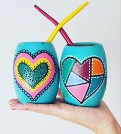 Pots D'argile, Clay Pots, Painted Flower Pots, Painted Pots, Wood Crafts, Diy And Crafts, Pottery Painting Designs, Acrylic Painting Tips, Fleurs Diy