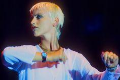 2018年1月15日,小紅莓樂隊(The Cranberries)主唱桃樂絲(Dolores O'Riordan)在倫敦錄音期間於酒店內突然去世,終年46歲。 圖為1994年Dolores O'Riordan在美國紐約演出。 攝:Jack Vartoogian/Getty Images