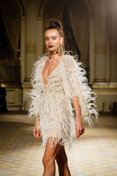 See all the Collection photos from Berta Spring/Summer 2018 Bridal now on British Vogue White Fashion, Look Fashion, Runway Fashion, Fashion Outfits, Fashion Weeks, Gala Dresses, Evening Dresses, Wedding Dresses, Feather Dress