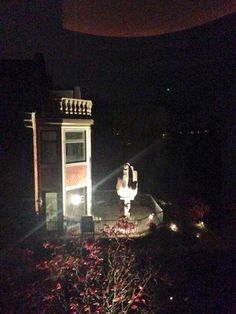 """Ultimate Revenge?  Rich Man Buys House Next To Ex-Wife, Erects Giant  """"F-U""""  Statue   (Video) http://b4in.info/rUv5"""
