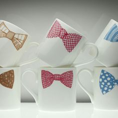 Soo cute. Would be easy enough to draw with a porcelain pen.