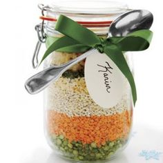 Recipes How To Make Gifts In A Jar Soup mix in jar for gifts (e. for teacher). This link has about 25 homemade (in jar) gift ideas.Soup mix in jar for gifts (e. for teacher). This link has about 25 homemade (in jar) gift ideas. Mason Jar Meals, Mason Jar Gifts, Meals In A Jar, Mason Jars, Pot Mason, Gift Jars, Craft Gifts, Diy Gifts, Soup In A Jar