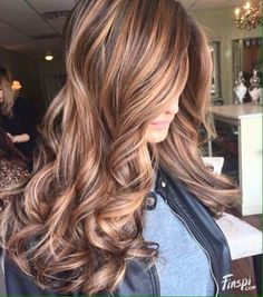 Caramel Ribbons with Chocolate Wavy Hair ❤ Balayage Is The New Hair Trend! Here we have collected our favorite balayage ideas. Tiger Eye Hair Color, Hair Color And Cut, Cool Hair Color, Hair Colour, Eye Color, Hair Color For Brown Eyes, Fall Hair Color For Brunettes, Hair Color 2017, Colour Colour