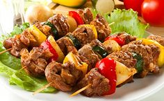 Kebab in the oven Ingredients: Meat (beef or pork) Bow Pepper Salt Hops suneli Preparation: I love the simple barbecue without mayonnaise, Paneer Tikka, Greek Recipes, Indian Food Recipes, Good Healthy Recipes, Vegetarian Recipes, Shashlik Recipes, Pollo Tandoori, Best Chicken Recipes, Grilled Meat