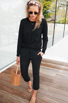 Are you looking for effortless minimalist outfit ideas to refresh your spring wardrobe? For no brainer easy mornings, we round up fifteen looks to get you inspired. Minimal Outfit, Fashion Mode, Work Fashion, Womens Fashion, Fashion Trends, College Fashion, Fashion Black, Curvy Fashion, Fashion Tips