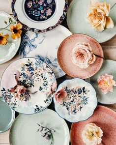 Dinnerware Sets & Unique Dish Sets Because we know you like options… Decoration Inspiration, Room Inspiration, Farmhouse Side Table, Dish Sets, Dinnerware Sets, Decoration Table, Ceramic Pottery, Kitchenware, Crockery Set