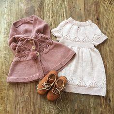 Storesøster klar for #barnedåp #clarakjole #lillyhøstponcho #kavat #barnestrikk #knit #håndarbeid