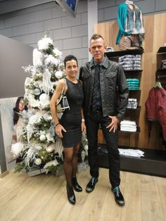 met als models of the day:  Anita Delvael en Bart Rosseel. Bart: Diesel Anita: Een kleedje van Diesel, gecombineerd met schoenen en een handtas van Guess.