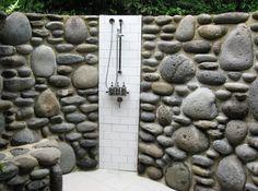 outdoor shower area - Die mit ungleichen Steinen gemauerte Duschwand könnte ein guter Hintergrund für eine tolle Outdoor-Dusche von www.Wellness-Stock.de werden.