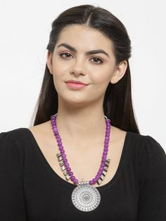 This Charming Neckpiece Is Neat And Simple For Those Who Wish For Fashion Jewelry Collection. Match This Jewelry With Any Of Your Outfit And Flaunt Your Style. Fashion Jewelry Stores, Beaded Jewelry, Jewellery, Bold Fashion, Jaipur, Silver Necklaces, Animal Kingdom, Fashion Necklace, Party Wear