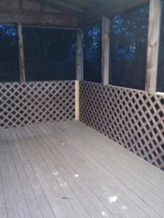 Trendy screen in porch with lattice Ideas Screened In Porch Furniture, Screened In Patio, Backyard Patio, Front Porch Railings, Porch Doors, Diy Porch, Porch Ideas, Door Ideas, Porch Lattice