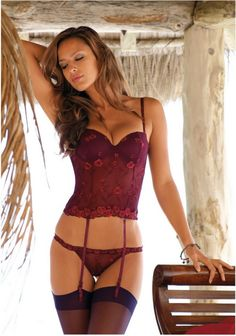 wines, lingerie, sexi, hot lips, shades of red