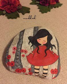 sevgiyle yapıldı❤️#taşboyama #tasboyama #handmade #stoneart #stonepainting #paintedstones #rockpainting #gorjuss #paintedrocks #madewithlove #kırmızı #sevgi #ile #yapıldı #red #flowers #iyiakşamlar #goodnight #sweetdreams#mmoddakk