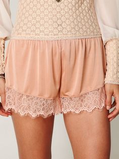 Peach tap shorts with lace