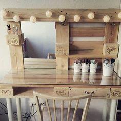 faire une coiffeuse en palette meuble en palette coiffeuse palette pinterest meuble en. Black Bedroom Furniture Sets. Home Design Ideas