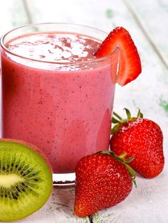 Centrifuged kiwi and strawberries Fruit Smoothie Recipes, Vegan Smoothies, Smoothie Diet, Juice Ad, Juice Plus, Vegan Breakfast Smoothie, The Chai, Apple Recipes, Healthy Drinks