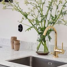 #kitchen #køkken #faucet #vandhane #armatur #gold #home #homestyling #inreda #indretning #boligindretning #bolig #interior #interiordesign #design #scandinavian #nordic #living #livsstil #styling #inspiration #love this Golden faucet