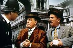 Toto' e Peppino: Noio..volevam savoir. Dunque: noi vogliamo sapere, per andare dove dobbiamo andare, per dove dobbiamo andare.
