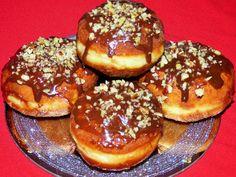 Kulinarne odsłony pati: Pączki z budyniem, polewą czekoladową i orzechami