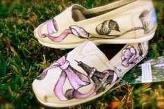 painted toms walk-this-way Hand Painted Toms, Painted Shoes, Walk This Way, Walk On, Cute Shoes, Me Too Shoes, Men's Grooming, Bow Sneakers, Pretty In Pink