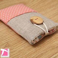 iPhone 4 protector / iPod sleeve by TeresaNogueira on Etsy, €11.00