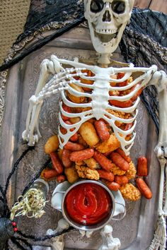 The best Halloween treats are made with just 3 ingredients, and these Halloween party foods are sure to please all of your Halloween party guests. Hallowen Food, Halloween Treats For Kids, Halloween Party Snacks, Halloween Appetizers, Halloween Dinner, Halloween Cookies, Halloween Ideas, Halloween Decorations, Yard Decorations