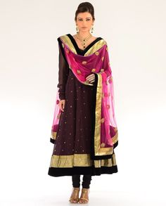Dont like the brown kameez, but the chunni is fabulous! Would look better with a different colour top