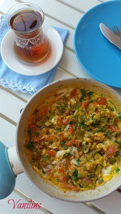 Geçtiğimiz gün kahvaltıda yapmıştım bu omleti..  Kahvaltı için ne yapsam diye düşünürken,yemek klasörümdeki Emine Bederin bu tarifi göz...