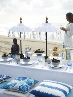 Der grosse Pfister Sommerparty-Guide Blue And White, Table Decorations, Outdoor Decor, New Furniture, Styling Tips, Dinner Table Decorations