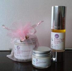 Oh! Organics Rose gift set consists of Rose Moisturiser, Rose Facial Serum Oil and Rose Eye Cream, these products are not only natural, organic and luxurious they sink into your skin, leaving it feeling silky