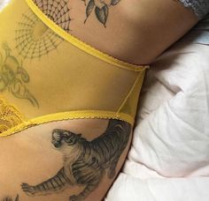 Read Body Positivity from the story A E S T H E T I C S by Midnight_Ramblings with 381 reads. Pretty Tattoos, Cool Tattoos, Tatoos, Ma Tattoo, First Tattoo, Piercings, Piercing Tattoo, Skin Art, Body Mods