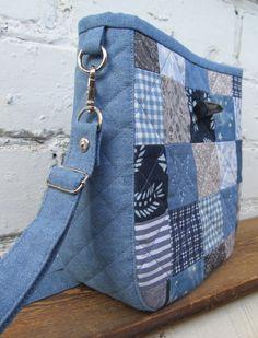 Denim Bag Patterns, Bag Patterns To Sew, Denim Handbags, Denim Tote Bags, Denim Purse, Patchwork Bags, Quilted Bag, Blue Jean Purses, Denim Scraps