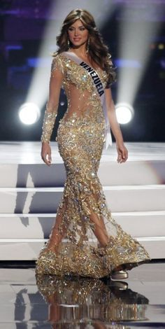 Miss Venezuela 2011 Vanessa Goncalves presents her evening gown during the Miss Universe preliminary competition in Sao Paulo September The contestants are in Sao Paulo for the 2011 Miss Universe pageant which will be held on September Miss Dress, Dress Me Up, Stunning Dresses, Elegant Dresses, Miss Universe Swimsuit, Miss Universe Dresses, Met Gala Outfits, Evening Dresses, Prom Dresses