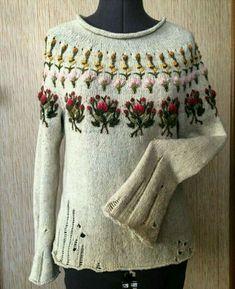 Смотрю на этот свитер и думаю, что вышивка то, конечно, красивая, а вот дырчатые узоры как-то не очень