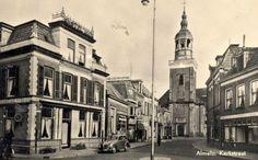 Kerkstraat met kerkplein.