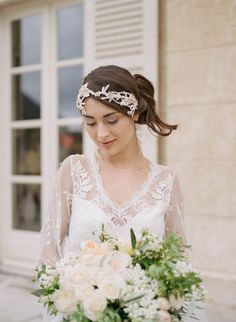 Adoring this bridal look with Jannie Baltzer headpiece | http://adornmagazine.com/blog